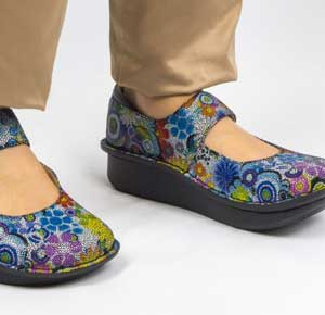 best nursing shoes for flat feed