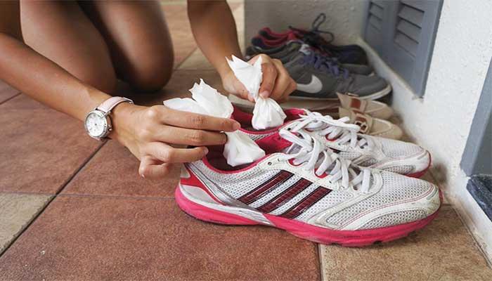 Will baking soda remove shoe odor?